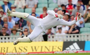 Azhar Ali puts England on the ropes as Pakistan take Andrew Strauss wicket