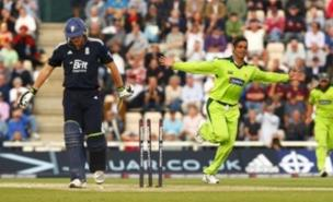Shoaib Akhtar bowls Luke Wright during the fifth one-day match (PA)