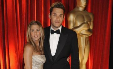 Jennifer Aniston sneaks backstage to be with John Mayer again