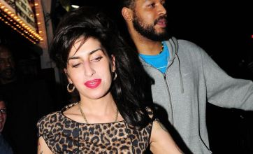 Amy Winehouse steals the show at dad Mitch's gig