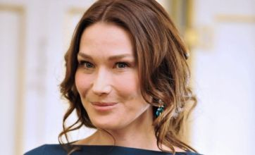 Pope 'banned Carla Bruni over sexy pictures'