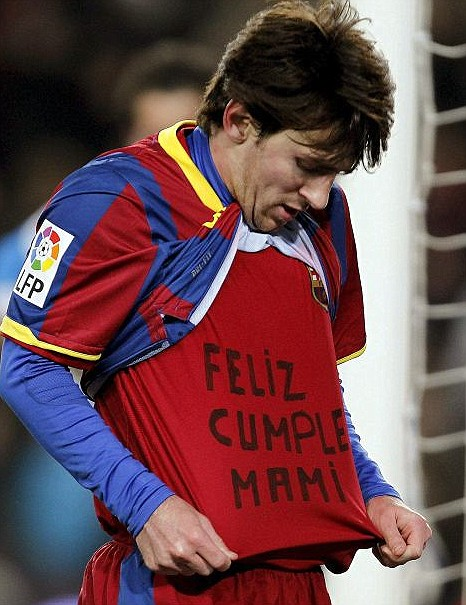 Lionel Messi shows off his 'Happy Birthday Mum' message (Pic: EPA)