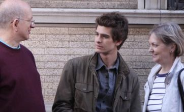 The Amazing Spider-Man: Andrew Garfield's parents visit him on set