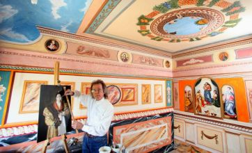 Retired decorator turns home into Sistine Chapel tribute