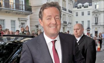 Piers Morgan 'should return to UK to answer phone hacking questions'