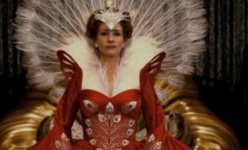 Mirror Mirror trailer shows evil Queen Julia Roberts in new Snow White film
