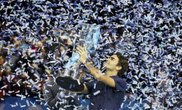 Roger Federer holds off Tsonga's rally to win ATP World Tour Finals