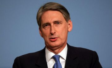 Defence secretary Philip Hammond warns Iran over shipping lane threat