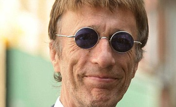 Robin Gibb determined to perform at charity gig despite cancer fight