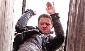 Jeremy Renner flexes his action muscles in new Bourne Legacy photo
