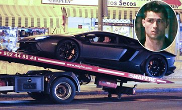 Cristiano Ronaldo leaves Lamborghini on Madrid street after it breaks down