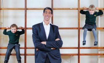 World's tallest man Sultan Kosen is a hit with UK pupils