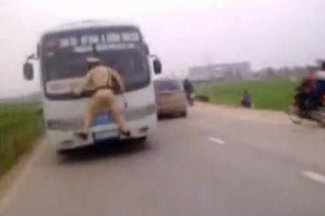 Traffic warden, bus