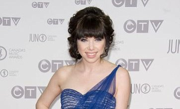 Carly Rae Jepsen keeps Justin Bieber off No.1 spot in UK singles chart