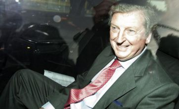 Roy Hodgson meets with Football Association to discuss manager job