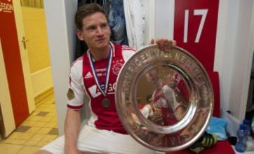 Jan Vertonghen drops Ajax's Eredivisie trophy on his foot
