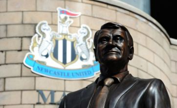Paul Gascoigne and Alan Pardew look on as Sir Bobby Robson statue unveiled