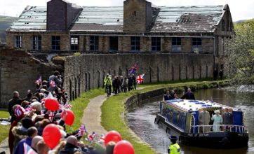 Queen receives warm welcome as Diamond Jubilee tour hits Lancashire