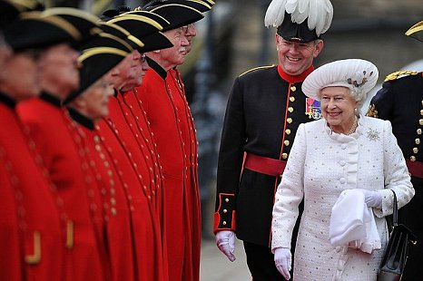 Queen Elizabeth II greeted by Chelsea pensioners for Diamond Jubilee pageant