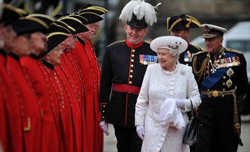 Queen's face displays delight as rain subsides for Diamond Jubilee pageant