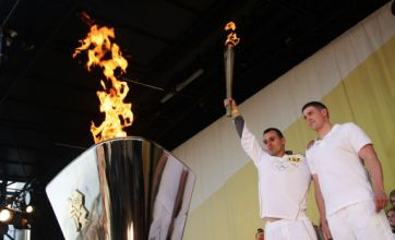 Blinded soldier carries Olympic Torch with colleague who saved his life