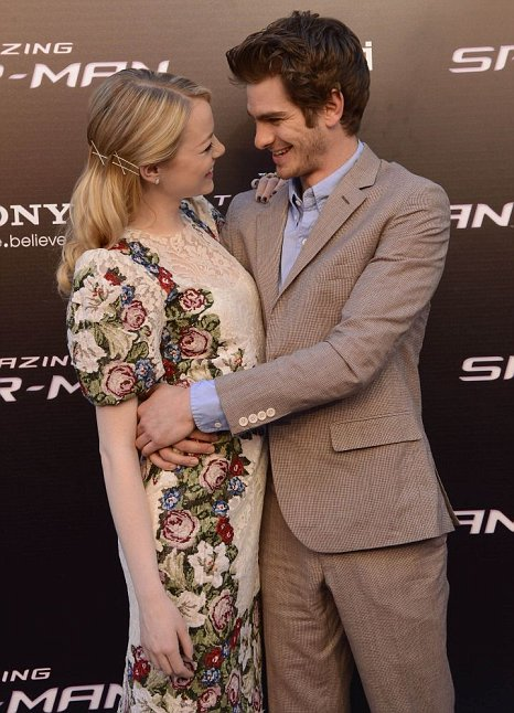 Emma Stone And Andrew Garfield Get Intimate On Red Carpet Caption Comp Metro News