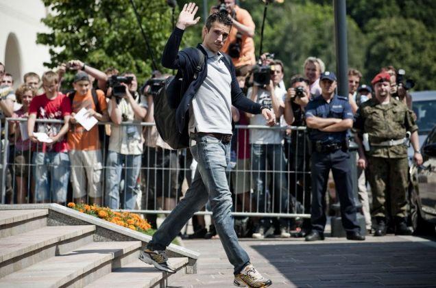 Robin van Persie leaves Krakow