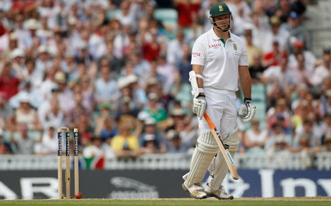 Graeme Smith bowled by Tim Bresnan at the Oval first Test England v South Africa