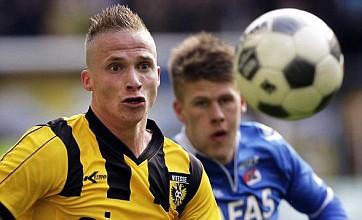 Manchester United wrap up deal for Dutch defender Alexander Buttner