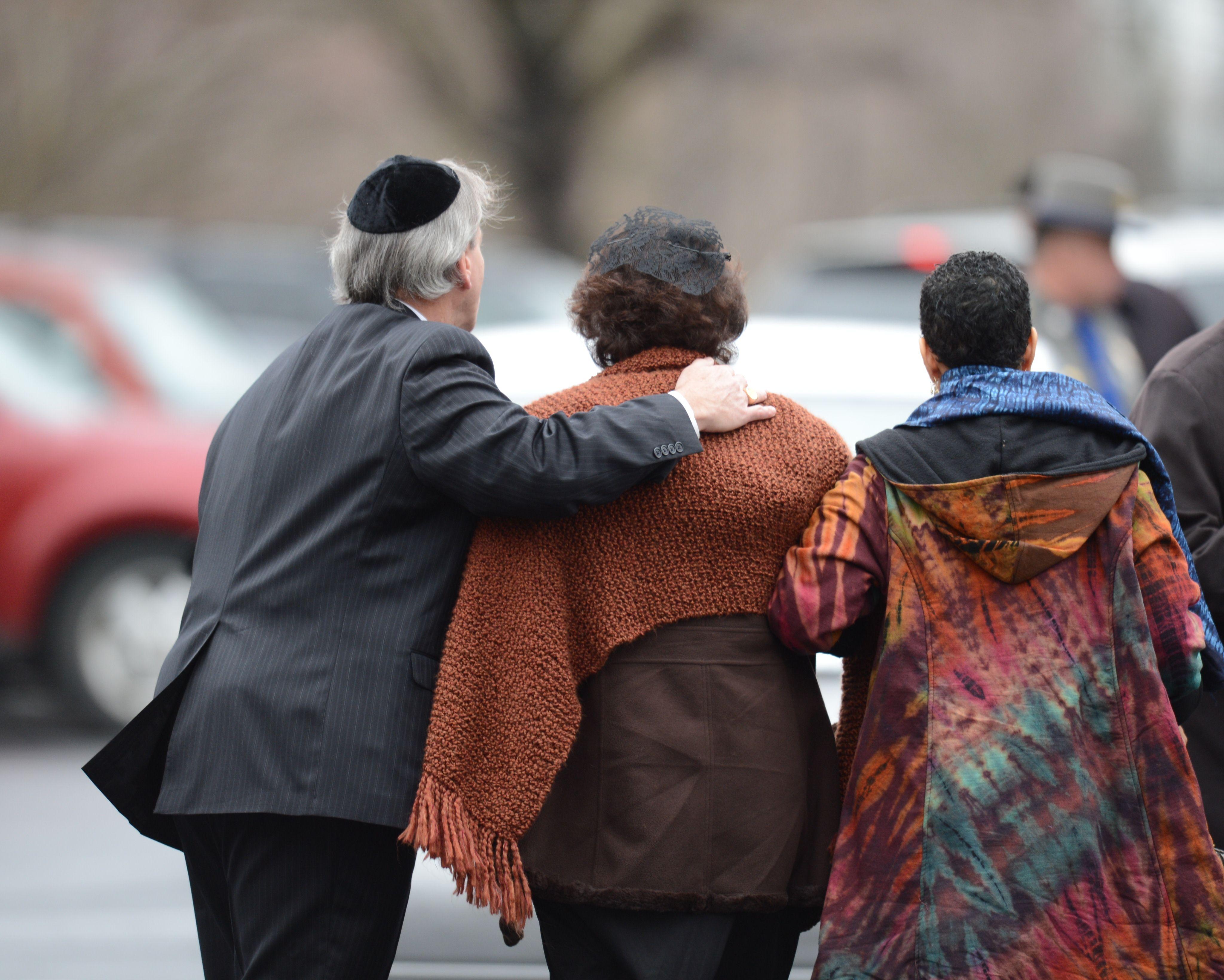 Gun lobby feels heat after Newtown massacre as first funerals are held
