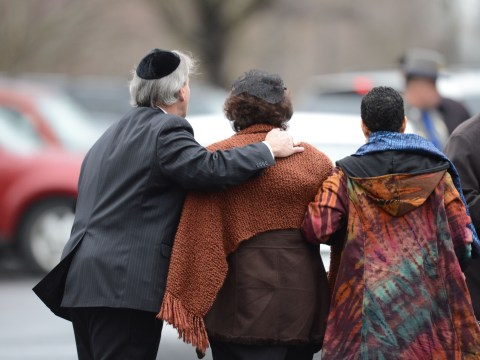 Gun lobby feels heat after Newtown massacre as first funerals are held