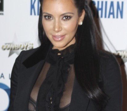 Kim Kardashian turns paparazzo on sleeping photographer