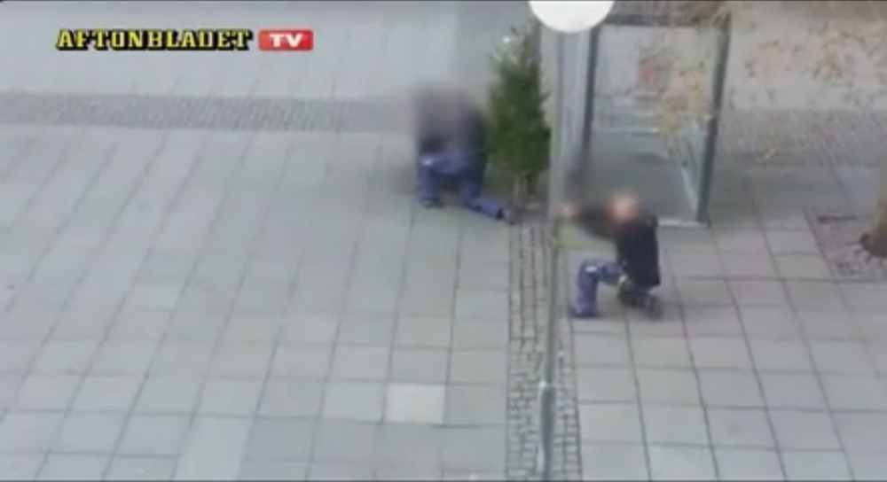 Robber shot in head as Swedish jewellery heist ends in high street gunfight