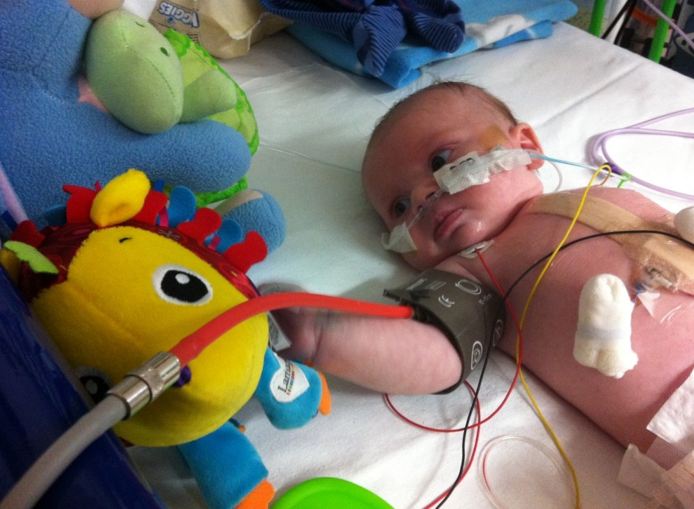 Baby waits 40 minutes for paramedics on a break