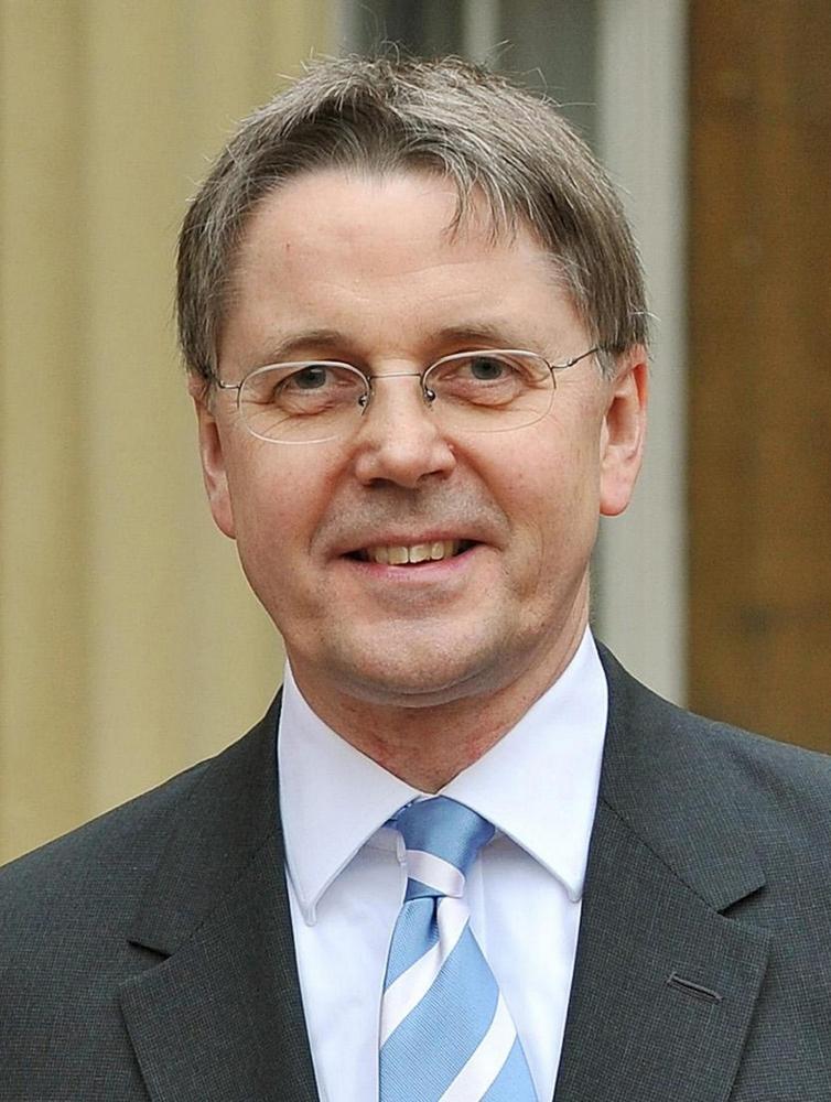 Prime minister David Cameron's top senior civil servant criticised over 'plebgate'