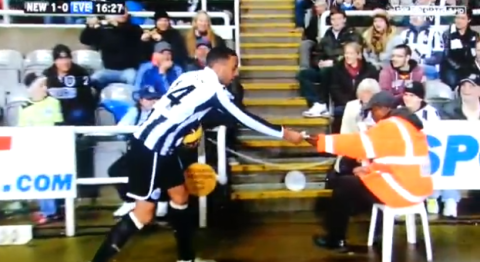 Newcastle star James Perch returns lost £5 note to fans