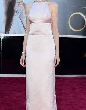 Anne Hathaway apologises for Oscars dress drama