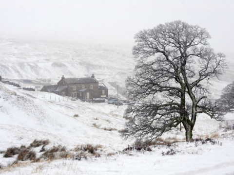 Majority of England and Scotland covered in snow as EA issues flood alerts