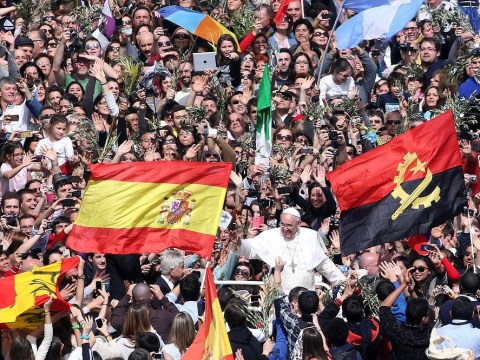 Pope Francis tells faithful to be young at heart in Palm Sunday Mass celebrated by 250,000 in Rome