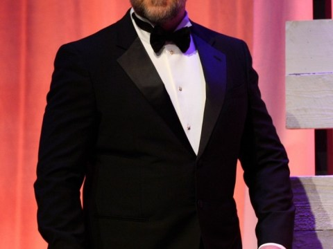 Russell Crowe admits to wearing spanx