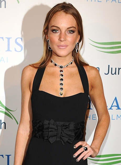 Lindsay Lohan shows off comedic side as Chelsea Lately host
