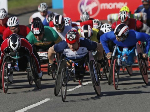 London Marathon: David Weir finishes down in fifth place as Mo Farah completes his half