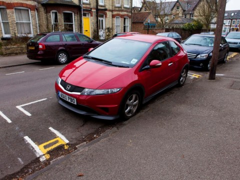 Cambridge street painted with shortest double yellow lines – 33cm long