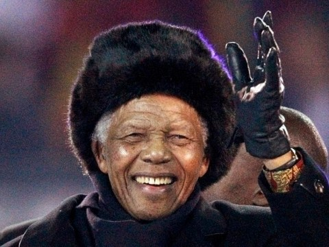 Nelson Mandela leaves hospital after bout of pneumonia