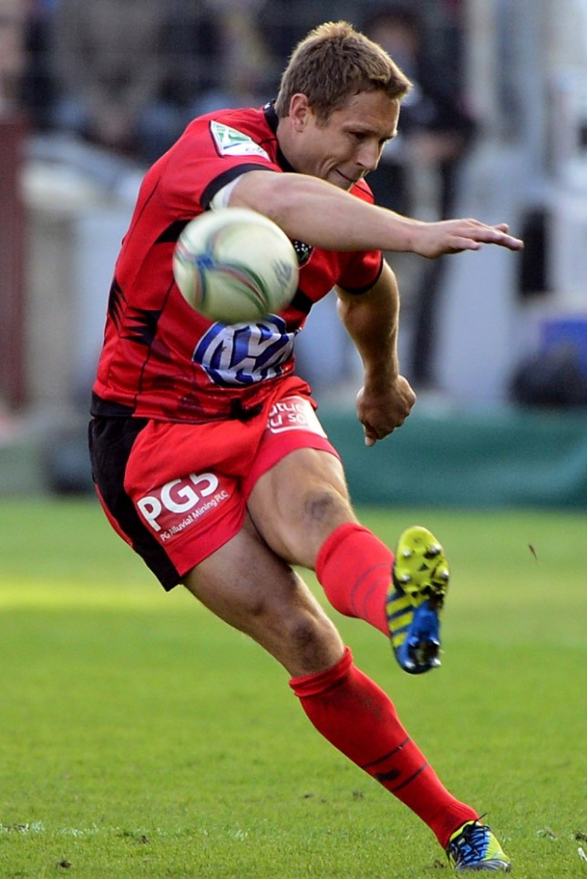 Toulon's English fly-half Jonny Wilkinson kicks the ball during the European Cup rugby union quarter-final match between RC Toulon and Leicester Tigers on April 7, 2013 at the Mayol stadium, in Toulon, southern France. Toulon progressed to the semi-finals after disposing of Leicester 21-15. AFP PHOTO / BORIS HORVATBORIS HORVAT/AFP/Getty Images