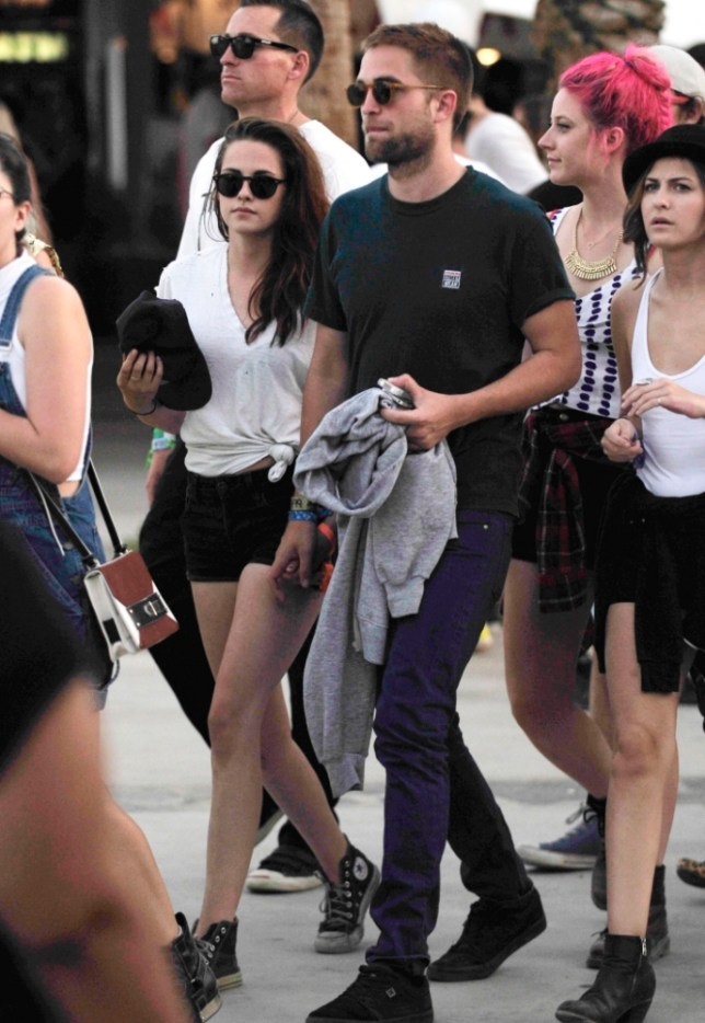 13 Apr 2013 - INDIO - USA KRISTEN STEWART AND HER BOYFRIEND ROBERT PATTINSON SEEN ENJOYING THEMSELVES AT THE 2013 COACHELLA MUSIC FESTIVAL! PLEASE BYLINE : BRETT-RACHPOOT / XPOSUREPHOTOS.COM ***UK CLIENTS - PICTURES CONTAINING CHILDREN PLEASE PIXELATE FACE PRIOR TO PUBLICATION *** **UK CLIENTS MUST CALL PRIOR TO TV OR ONLINE USAGE PLEASE TELEPHONE  44 208 370 0291 ***