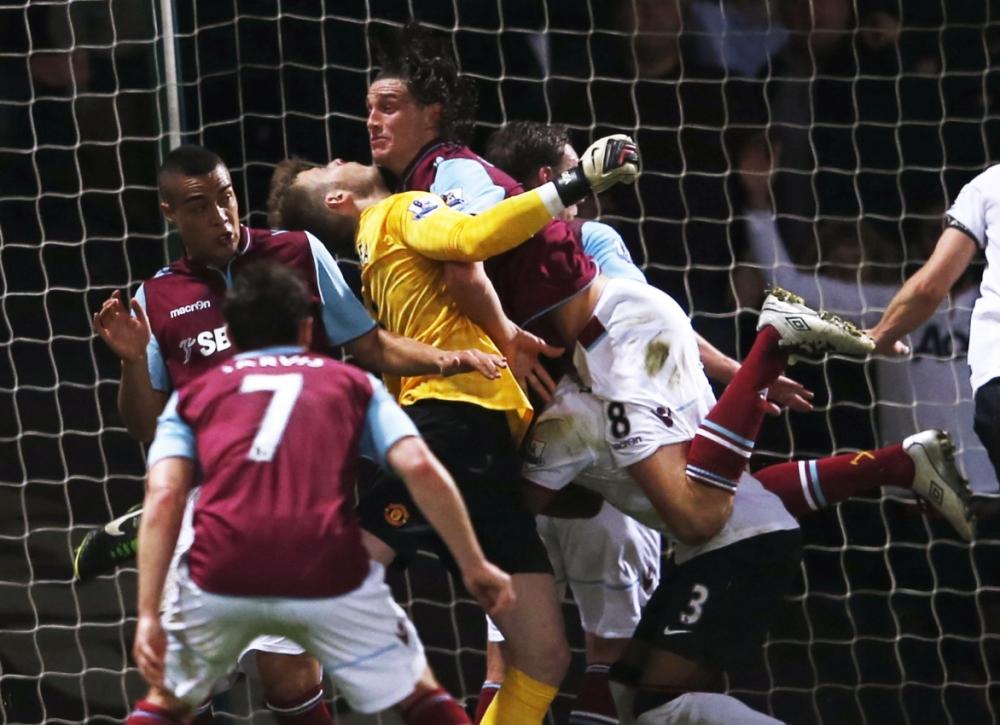 Sir Alex Ferguson: Referee wasn't strong enough to send off Andy Carroll for David De Gea air attack
