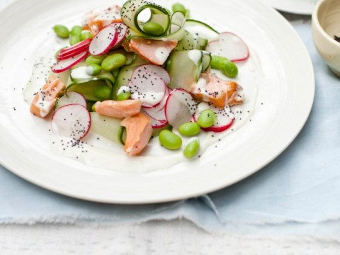 How to cook hot smoked salmon salad