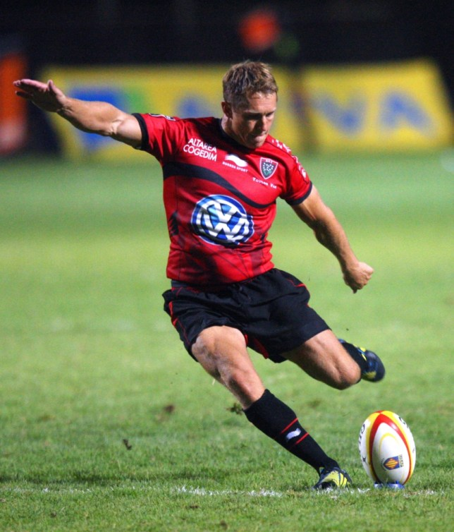 Toulons's fly-half Jonny Wilkinson scores a try during the French Top 14 rugby Union match match Perpignan (USAP) vs Toulon (RCT) on August 18, 2012 at the Aime-Giral stadium in Perpignan, southern France. AFP PHOTO / RAYMOND ROIG        (Photo credit should read RAYMOND ROIG/AFP/GettyImages)