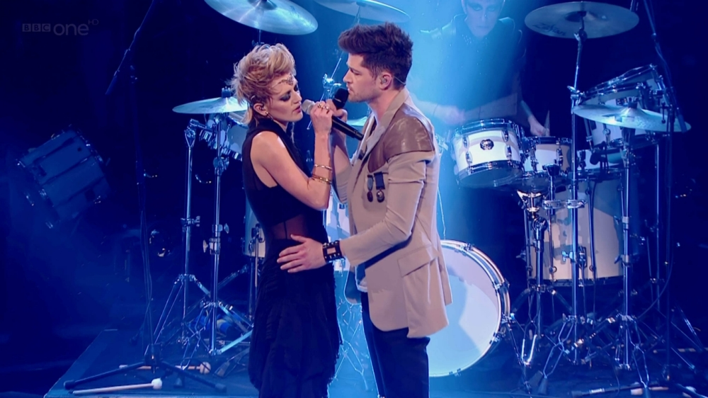 Bo Bruce performs with her mentor Danny O'Donoghue